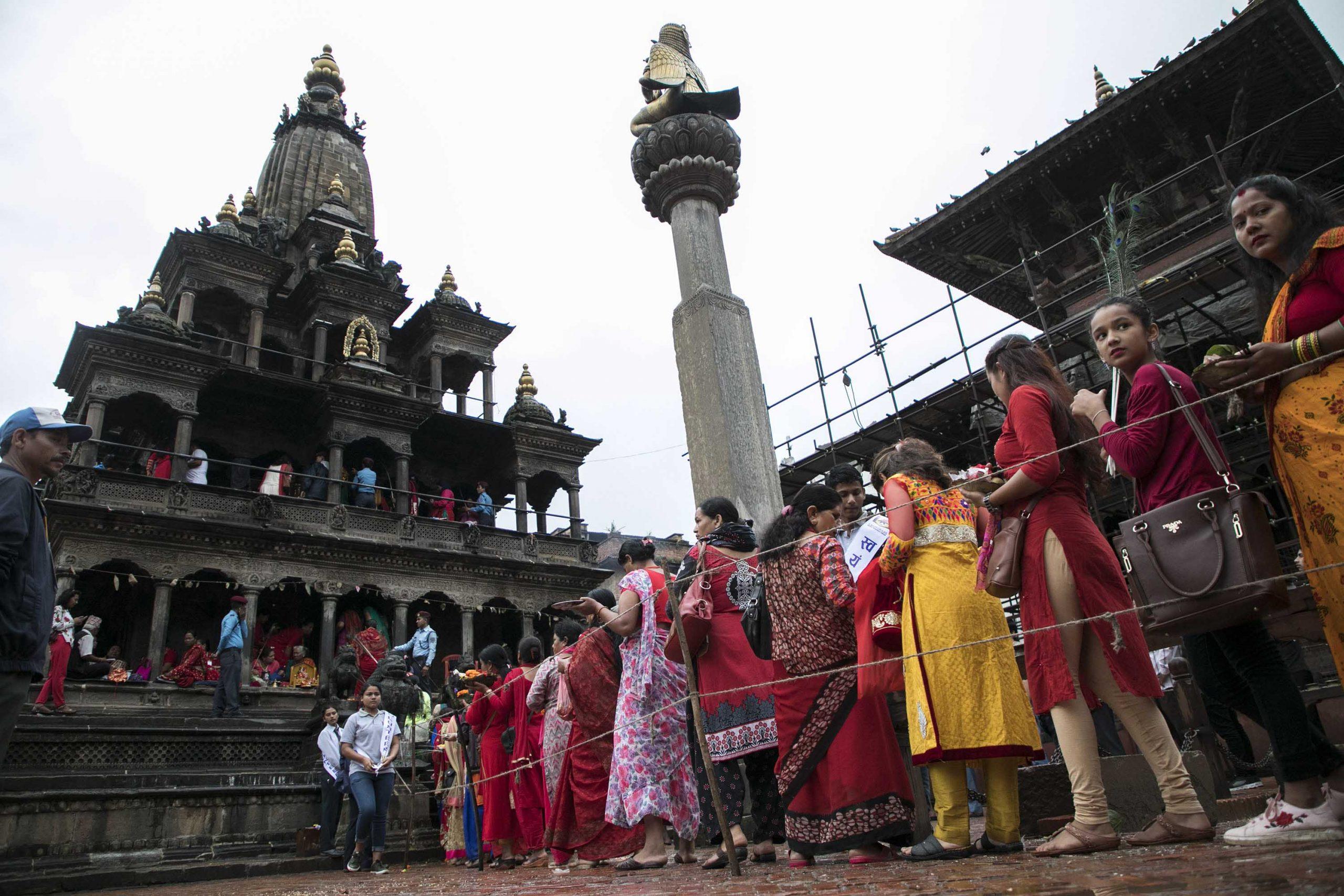 Crowds of devotees at Krishna temple, Mangal Bazar